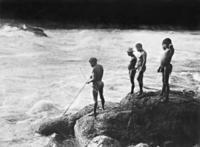 Amazonas-Indianer beim Fischfang, 1926/27 Timeline Classics/Timeline Images