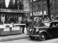 Auto-Lotsenstation in Berlin, 1936 Timeline Classics/Timeline Images