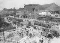 Bahnhof Zoo in Berlin, 1928 Timeline Classics/Timeline Images