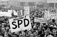 Demonstration in Ostberlin 1990 Hans-Peter Stiebing/Timeline Images