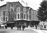 Festspielhaus in Bayreuth, 1912 Timeline Classics/Timeline Images