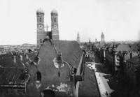 Frauenkirche in München Timeline Classics/Timeline Images