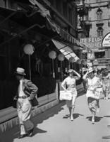 Fußgängerinnen in Wien, 1936 Timeline Classics/Timeline Images