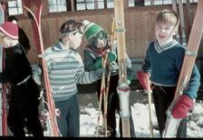 Kinder mit Ski in Tirol, 1956 Dillo/Timeline Images