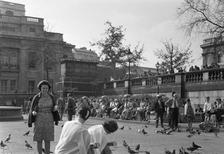 Tauben am Trafalgar Square in London, 1964 Juergen/Timeline Images