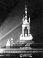 Albert Memorial im Hyde Park bei Nacht, 1927 Timeline Classics/Timeline Images