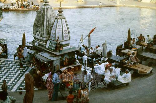 Am Ufer des Ganges in Haridwar, 1976 hwh089/Timeline Images