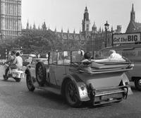 Auto vor dem Palace of Westminster in London, 1964 Juergen/Timeline Images