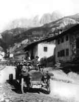 Automobil im Hochgebirge, 1910 Timeline Classics/Timeline Images