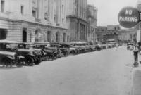 Autos in Kalkutta, 1930 Timeline Classics/Timeline Images