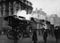 Autozug mit Dampfantrieb in London, 1909 Timeline Classics/Timeline Images