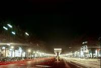 Avenue des Champs-Elysees bei Nacht, Paris, 1954 Dillo/Timeline Images