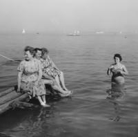 Badevergnügen am Chiemsee, 1959 HRath/Timeline Images