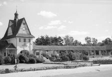 Bahnhof, Kind und Rasensprenger in Bad Saarow, 1959 Juergen/Timeline Images