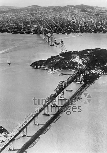 Bau der Oakland Bay Bridge in San Francisco, 1936 Timeline Classics/Timeline Images