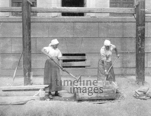 Bauarbeiterinnen In Munchen 1904 Fotocommunity Timeline Images