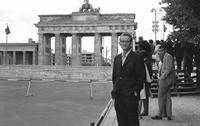 Berliner Mauer am Brandenburger Tor, 1965 Juergen/Timeline Images
