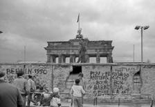 Berliner Mauer am Brandenburger Tor, 1989 RalphH/Timeline Images