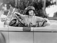 Betty Compson am Steuer eines Autos, 1921 Timeline Classics/Timeline Images
