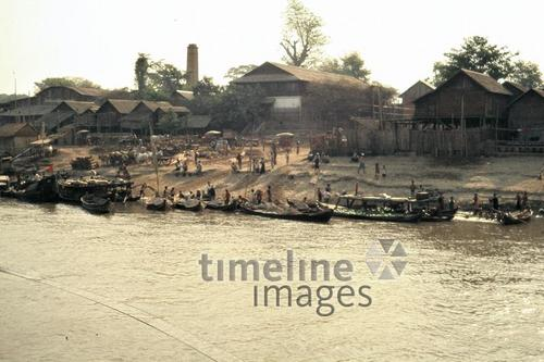 Boote am Ufer des Irrawaddy, 1985 Czychowski/Timeline Images