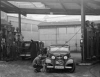 BP-Tankstelle in Berlin, 1937 Timeline Classics/Timeline Images