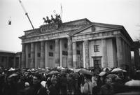 Brandenburger Tor, 1989Grenzöffnung am Brandenburger Tor, 1989 Winter/Timeline Images