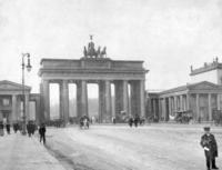 Brandenburger Tor in Berlin, 1907 Timeline Classics/Timeline Images