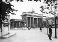 Brandenburger Tor in Berlin, 1934 Timeline Classics/Timeline Images