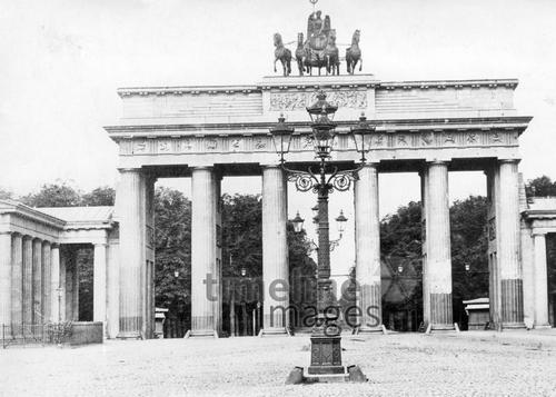 Brandenburger Tor in Berlin Timeline Classics/Timeline Images