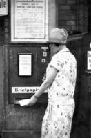 Briefpapierautomat in Berlin, 1920 Timeline Classics/Timeline Images