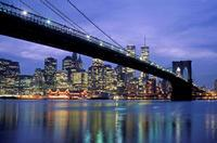Brooklyn Bridge und Manhattan Skyline bei Nacht Raigro/Timeline Images