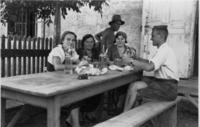 Brotzeit in Ungarn, 1935 Anheas/Timeline Images
