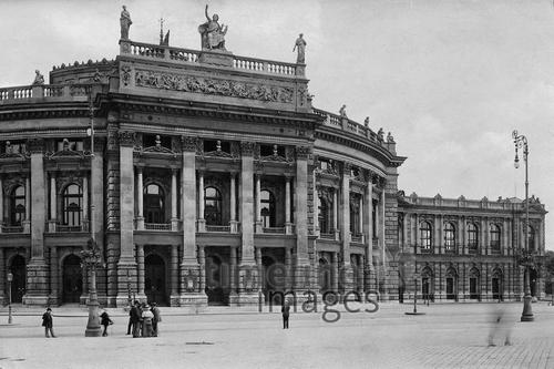 Burgtheater in Wien, 1921 Timeline Classics/Timeline Images