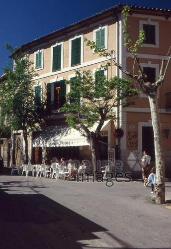Cafe in Bunyola auf Mallorca RalphH/Timeline Images