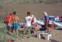 Camp der River Rafting Tour am Ufer des Colorado River, 1993 Raigro/Timeline Images