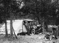 Camping im Wald, 1934 Timeline Classics/Timeline Images