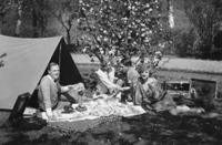 Camping mit Picknick, 1927 Timeline Classics/Timeline Images