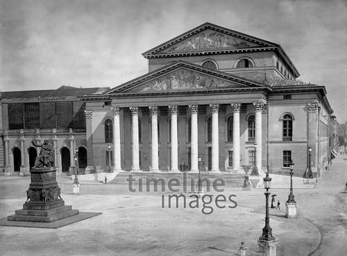 DasNationaltheater in München, 1900 Timeline Classics/Timeline Images