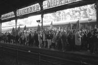 Demonstranten am Bonner Hauptbahnhof, 1968 Juergen/Timeline Images