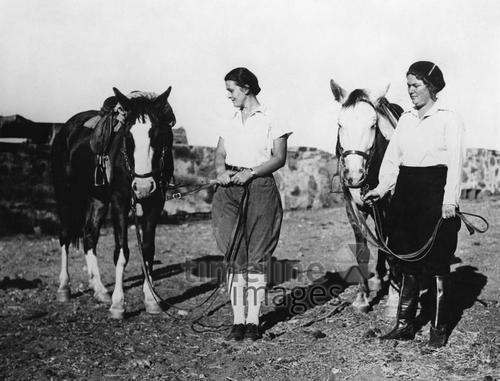 Deutsche Frauen in Namibia, 1935 Timeline Classics/Timeline Images