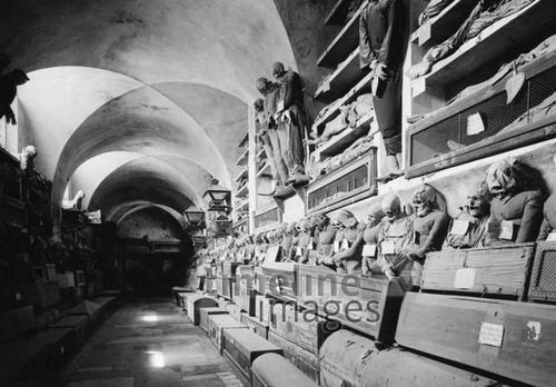 Die Katakomben der Kapuziner in Palermo (Le Catacombe dei Capuccini), 30er Jahre Timeline Classics/Timeline Images