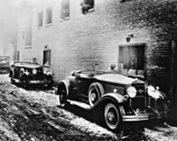 Drive-In-Bank in St. Louis, 1930 Timeline Classics/Timeline Images