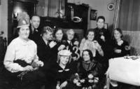 Familie an Silvester, 1942 aniko/Timeline Images