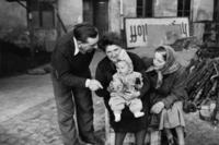 Familie in Berlin, 1949 1Frido2/Timeline Images