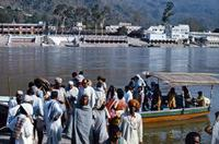 Flussfähre in Rishikesh, 1976 hwh089/Timeline Images