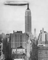 Fotomontage des Luftschiffankerplatzes auf dem Empire State Building in New York, 1930 Timeline Classics/Timeline Images