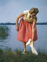Frau am Scharmützelsee in Bad Saarow, 1958 Juergen/Timeline Images