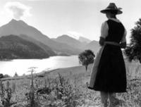 Frau in Dirndl am Fuschlsee in Österreich, 1943 Timeline Classics/Timeline Images