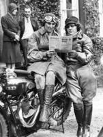 Frauen bei Motorrad-Ralley, 1932 Timeline Classics/Timeline Images