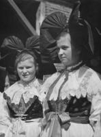 Frauen in Tracht, 1936 Timeline Classics/Timeline Images